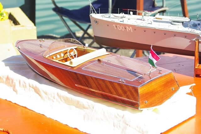 Clasic runabout, model ship